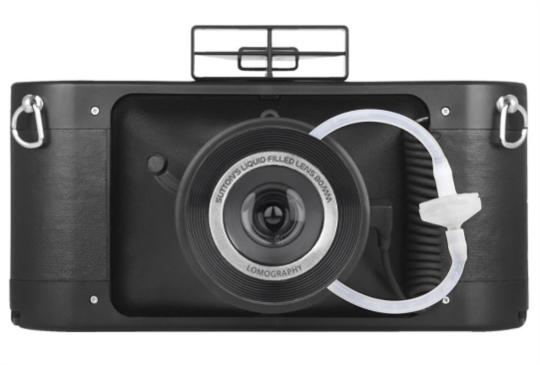 LOMO推出最新全景底片機,可以打針注射的喔