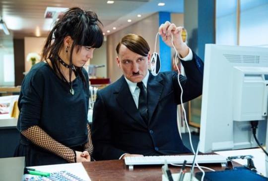 希特勒真的回來了!化身「吸特樂」與觀眾見面