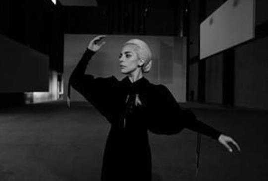 【Lady Gaga:我們都是平等的,我和你們同在一起!】