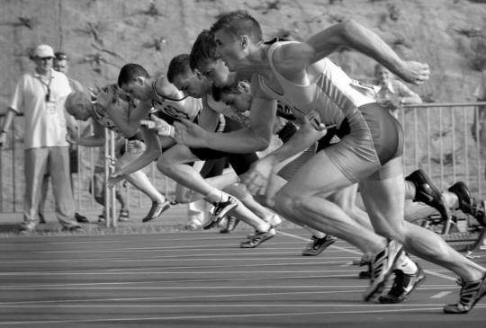 職場就是持久戰,誰能堅持到最後,把握4個原則,你就能越爬越高!