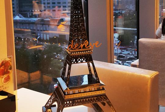 巴黎花都的浪漫想像,台北第一間巴黎鐵塔下午茶唯美登場,夢幻市景一解到不了法國的甜點癮!