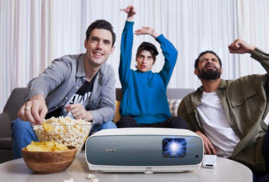 宅在家享受百吋電影院,BenQ AndroidTV 平台無線智慧家用投影機上市