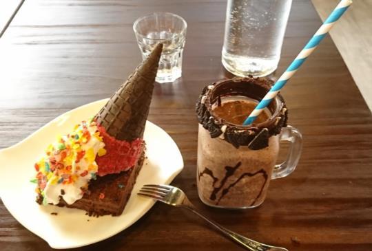 【台北內湖】寧靜大樓中的不寧靜咖啡館:Holly Brown Coffee