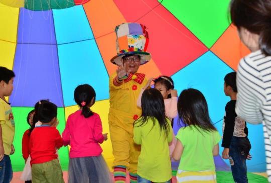 色彩繽紛的熱氣球,讓整個鹿野飛行學校都亮起來~