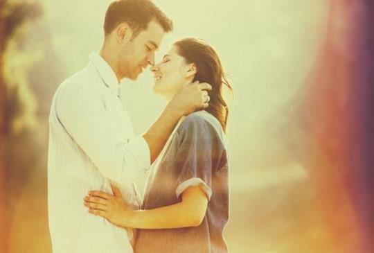 【比說「我愛你」更會讓男人感動!愛情中5種神奇語言!】