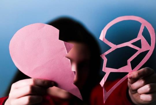 【如果他真的愛妳,他不會讓妳躲躲藏藏】難道妳沒有資格去獨享一個人的愛嗎?