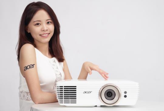 體積輕巧 Acer V7850 4K 劇院級 DLP 投影機上市