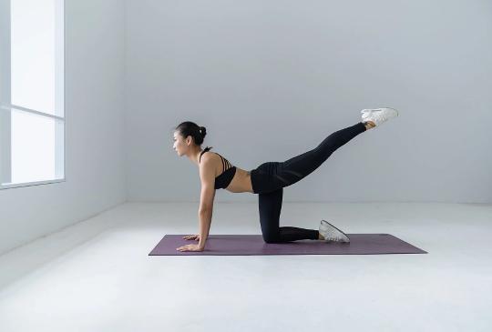 上班族1分鐘放鬆瑜伽:隨時舒緩身體不適,調整心理狀態!