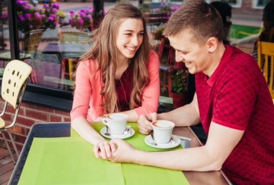 請男人幫忙是高段的撒嬌方式,有四個訣竅快學起來讓男人發現妳的女人味。