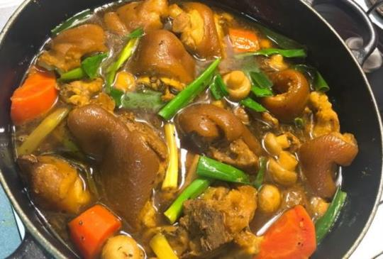 【煮婦女王】黑啤酒燉豬腳~不油膩、湯頭超棒!加上蔬菜燉煮出鮮美的口感