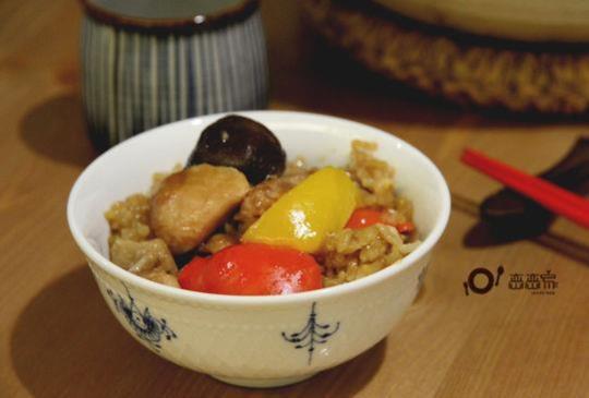 不油膩的偽糯米飯︰一鍋到底的香燜雞煲飯