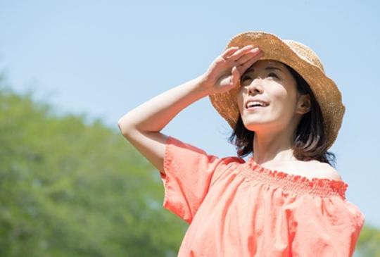 夏季保養|別讓肌膚跟著放暑假,盛夏依舊綻放自信水玉光