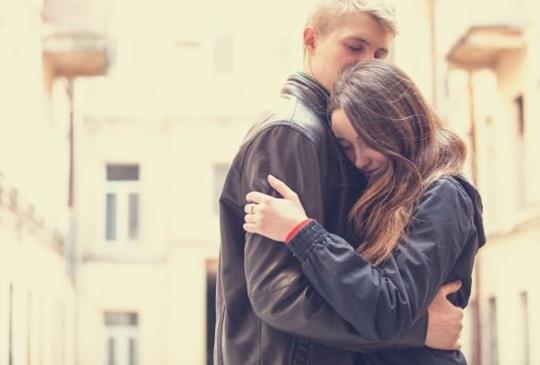 【為什麼我們總是越想要親密,卻越害怕親近】