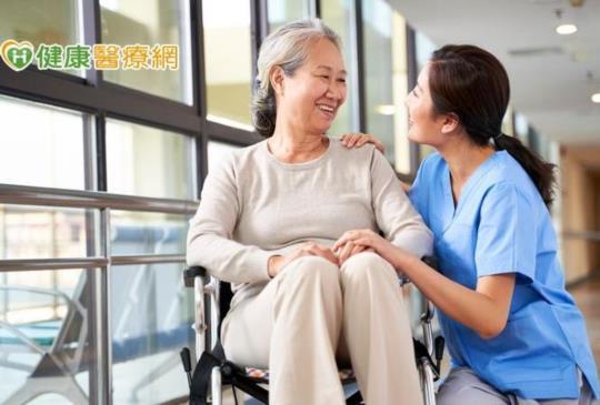 髖部骨折每五人有一人一年內死亡 治療骨鬆降死亡風險