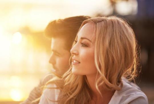 【我們總是在愛裡擦肩而過,能在對的時間裡遇見對的人是最美的幸運。】