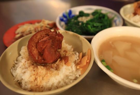 [台中美食]消夜也要吃~松香爌肉飯