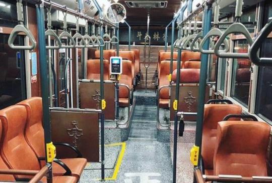 【大稻埕「綠17舊城公車」變身茶行、布行、中藥行,網美們:簡直是時光機,幸運搭到超驚喜!】
