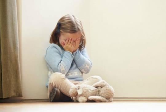 不買玩具就耍賴、哭鬧?親子教養隨年紀這樣教