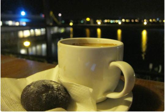 【去海邊看夜景吃西班牙料理吧!】新竹南寮《村落餐廳Village Cafe》