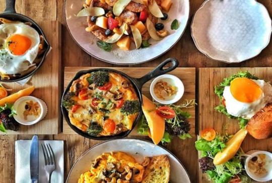 「333 restaurant & bar」高CP值不限時早午餐,松露薯條任你吃!