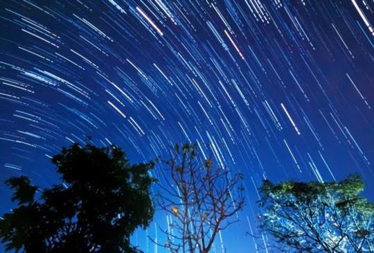 【10月最大流星雨「獵戶座」大爆發,每小時20顆流星劃過天際,還可看見天王星!】