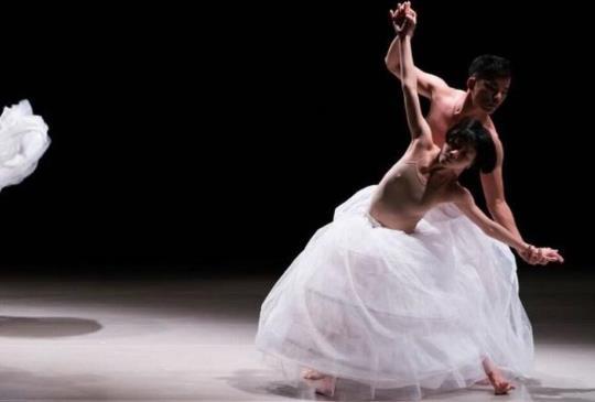 台灣首演!歐洲獲獎無數編舞家蔡博丞作品<<浮花>> 聖誕週在水源市場劇場綻放。