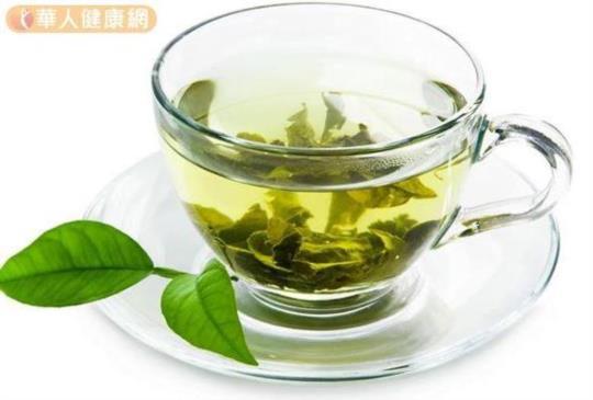 【上班族飲用高濃度兒茶素綠茶,減少腹部脂肪囤積】