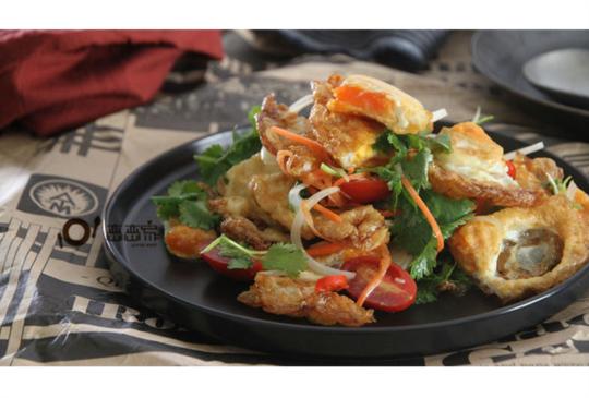 影音食譜:最簡單好做的泰國菜:泰式荷包蛋沙拉(內有煎出恰恰荷包蛋的方法)