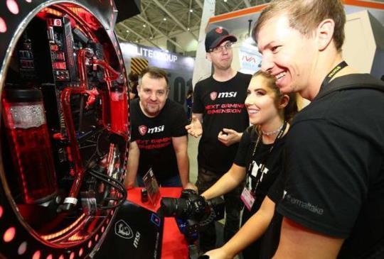 【COMPUTEX17】電競加 VR 話題不減,搭配電腦週邊新品齊出