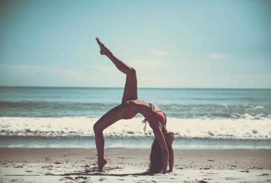 【胃酸過多、消化不良、腸躁、下背疼痛:知足快樂的伸展練習】