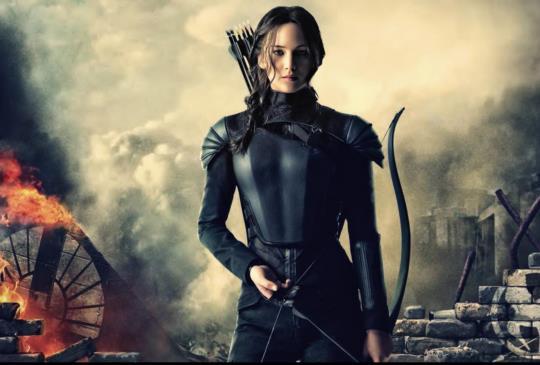 【《飢餓遊戲:自由幻夢終結戰》燃燒的女孩,射向未來的箭】