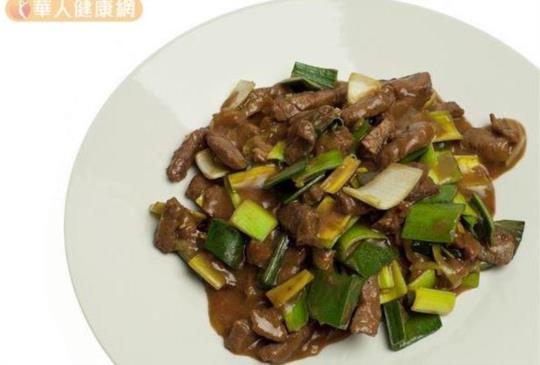 【吃出健康 蔥爆牛肉易致癌?營養師:牛肉這樣炒就安心!】