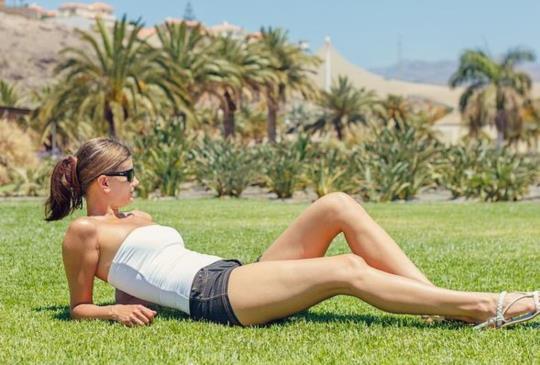【女人必練核心肌!1天1招,7天練出性感小蠻腰+蜜大腿】