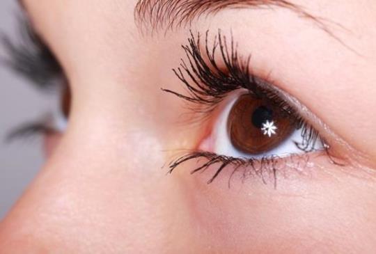 延誤治療黃斑部病變 眼球結疤成「獨眼龍」