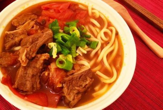 ♥煮婦女王♥的簡單食譜~番茄牛肉麵,自己煮也有餐廳的美味!
