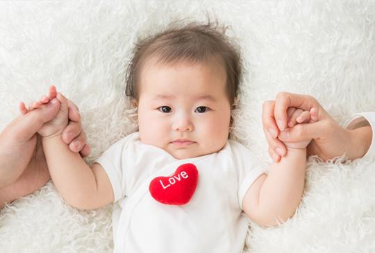 寶寶0-2歲【保母vs托嬰】,到底要選哪一個?媽媽的掙扎與抉擇...