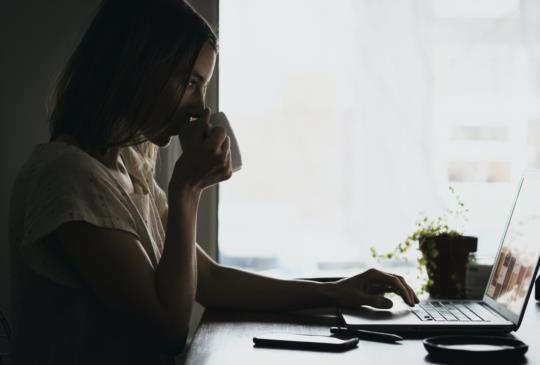 工作時,最怕「公私不分」!擺脫不必要的人情關係,這3原則助你提升職場sense!