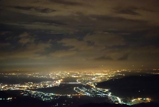 【媲美北海道百萬夜景  新竹涵館露營區】