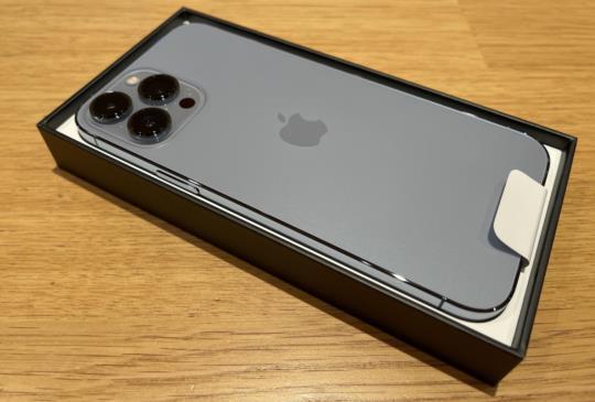 iPhone 13 Pro Max 天峰藍首發日簡單開箱試玩