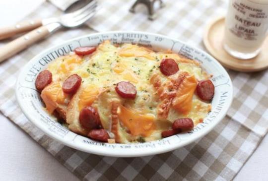 【香濃美味的西式早午餐-香腸起司麵包布丁 & 柚子優格奶昔】~女生愛美食