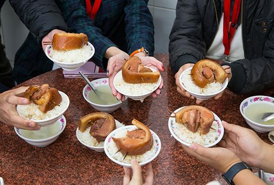 市場裡的味覺探索課│彰化飲食歷史、爌肉飯、碗粿、素食麵、菜刀店│彰化主題導覽體驗活動