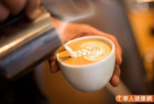 咖啡拿鐵熱量好凶,會害減肥破功!專家:小心補鈣不成反而流失鈣