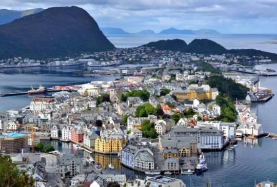 【北歐】挪威絕美新藝術小鎮:奧勒松