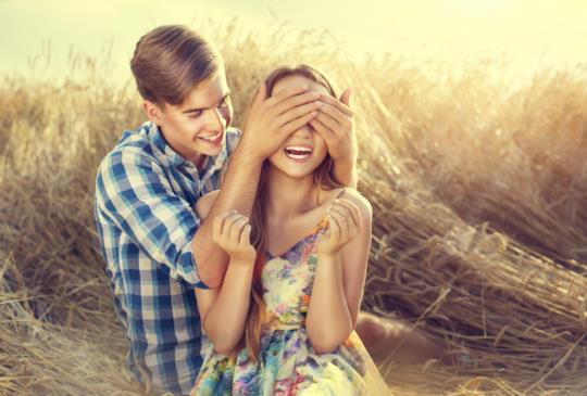 【男人在愛情裡扮演哪種角色,8張圖讓妳秒懂他是「真愛」還是「控制狂」】