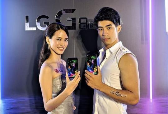 LG G8S ThinQ 推浮空手勢操作、掌靜脈辨識超炫功能,另有平價三鏡頭 LG Q60 同步發表