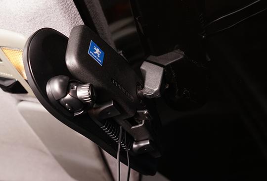 價位中等但功能不減,GoSafe 738 後視鏡行車記錄器優劣分析