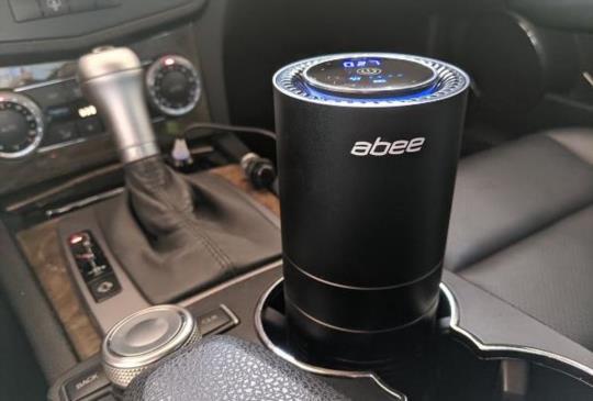 適用於汽車、小坪數空間,輕巧好操作abee 空氣清淨機開箱試用