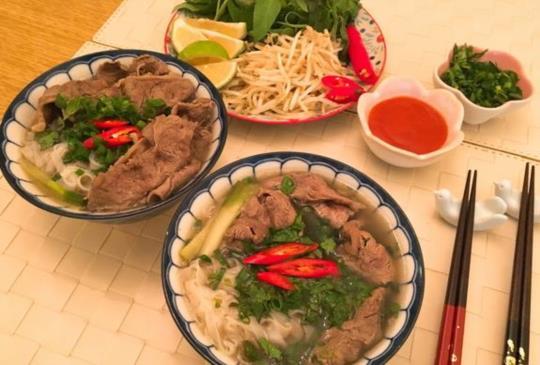 【煮婦女王】自己在家煮「越南牛肉河粉」phở bò簡單又美味!