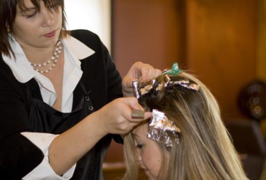 你知道市售9成的染髮劑存在致癌的危機嗎?