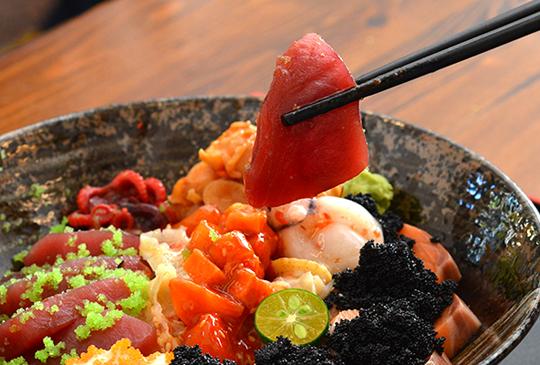 24H都能吃到來自大海的鮮甜!平價美味【原味海產粥 生魚片丼飯】